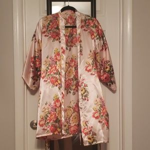 Other - Pink floral silk rob